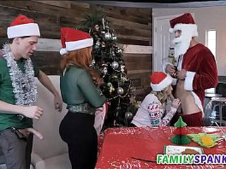 Gung-ho Qualifications Celebrating Christmas forth Her - FamilySpanks.com