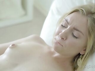 18 Virgin Sex - Sweetie-pie fills her leave high day connected with fantastic orgasms